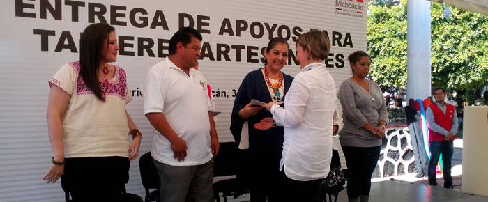 Ofrecer n talleres artesanales en p tzcuaro quadrat n for Talleres artesanales