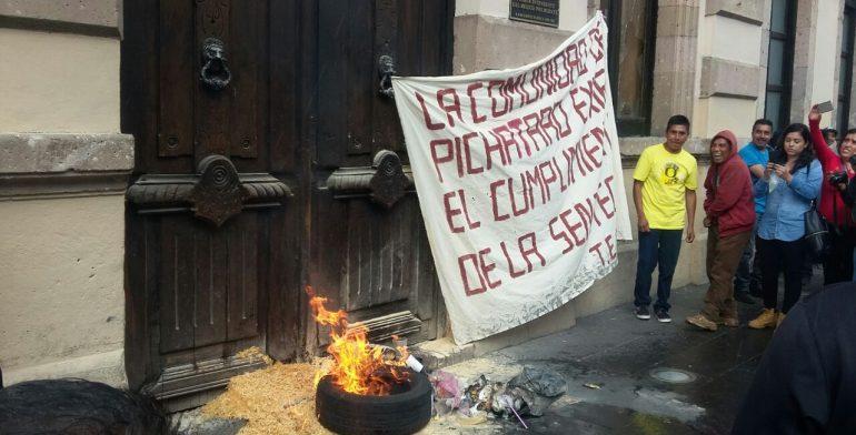 puerta-congreso-quema