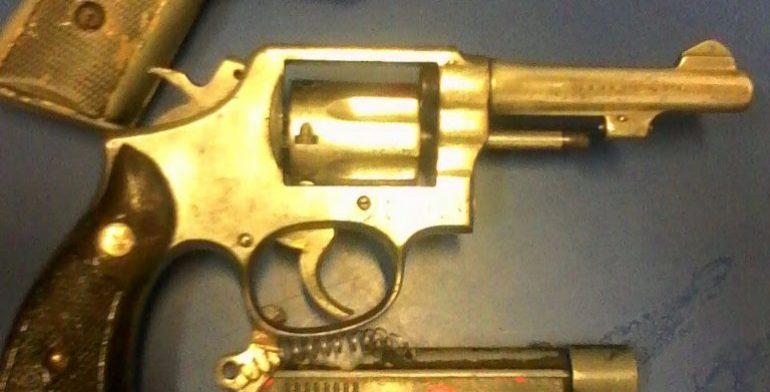 pistola-dorada