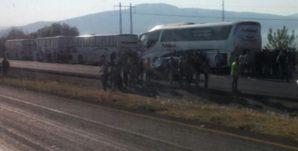 normalistas_autobuses_tiripetio