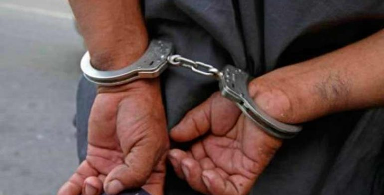 detenido-esposas
