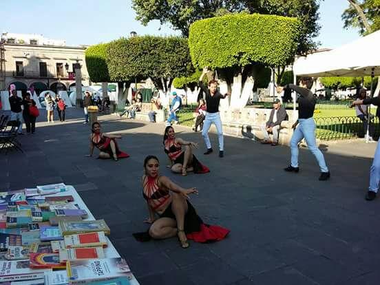 Y Colectivo Niños Damnificados Artístico Libros Juguetes Para Donar Pide oeWQCBrxd