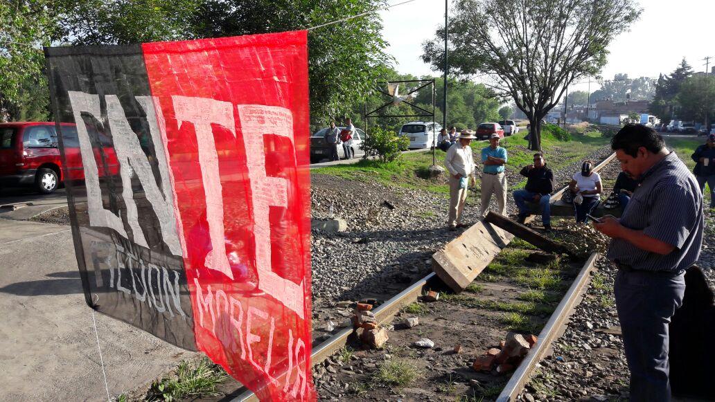 Persisten bloqueos de vías del tren en Yurécuaro, Pátzcuaro y LC - Quadratín