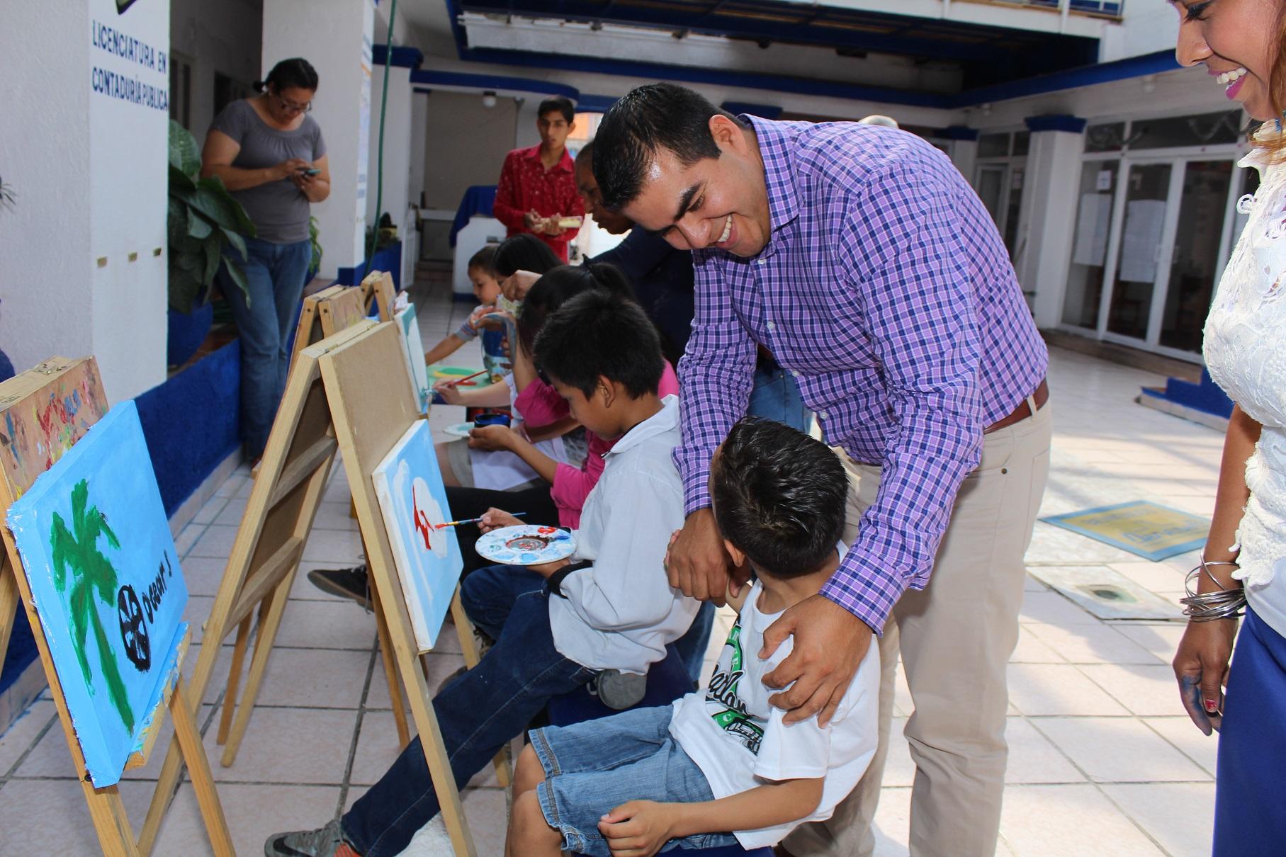 Brindan apoyo a taller de arte para ni os con discapacidad for Taller de artesanias
