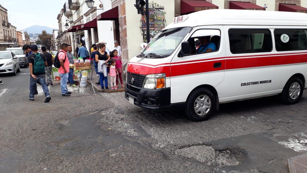 Calles del Centro de Morelia no se salvan de los baches - Quadratín