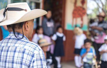Busca Fermín Bernabé fortalecer infraestructura educativa en Morelia 17:38 Recorre comunidades marginadas de Morelia. - Quadratín Michoacán